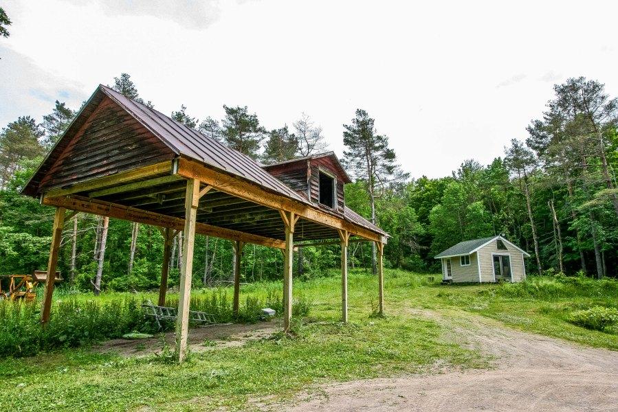 barn jacuzzi building2.jpg